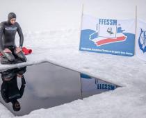 عکس/ رکورد شنا در آب یخ زده شکسته شد