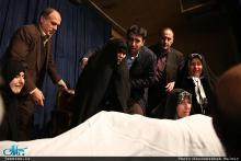 حضور همسر و دختران هاشمی بر پیکرش در حسینیه جماران (تصاویر)